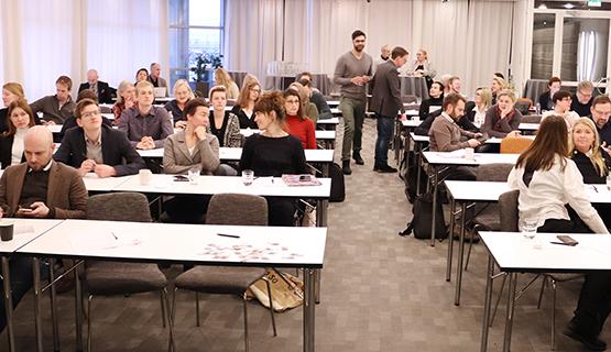 Åhörare under en paus på Forskardagen 2019