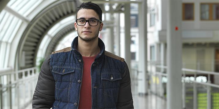 rmv-rättsmedicin-ung man i kontorsmiljö