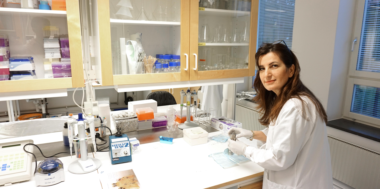 Kanar Alkass, forskare och 14C-expert (kol14-expert) vid Rättsmedicinalverket.