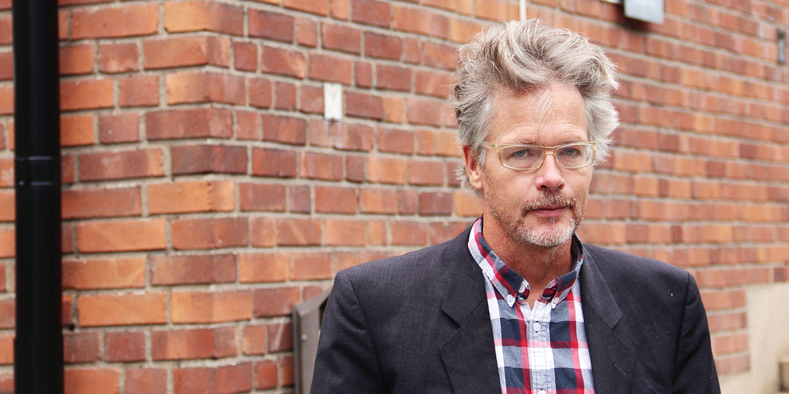 Porträtt på Överläkare Martin Csatlós, specialist i rättsmedicin på Rättsmedicinalverkets rättsmedicinska enhet i Stockholm.