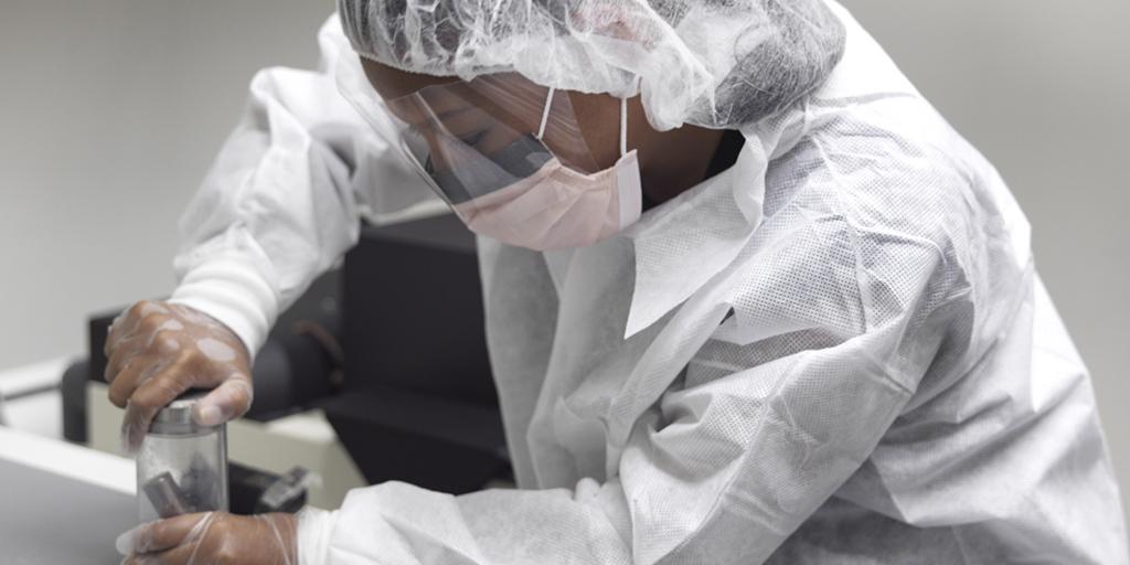 DNA-undersökning på Rättsmedicinalverkets rättsgenetiska laboratorium
