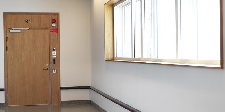 rmv-rättspsykiatri-dörr till avdelning för intagna