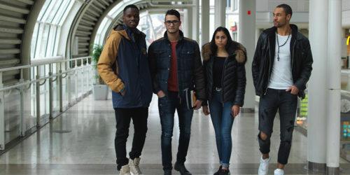 Fyra ungdomar i galleria