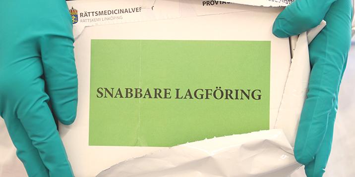 rmv-rättskemi-kuvert med grön etikett