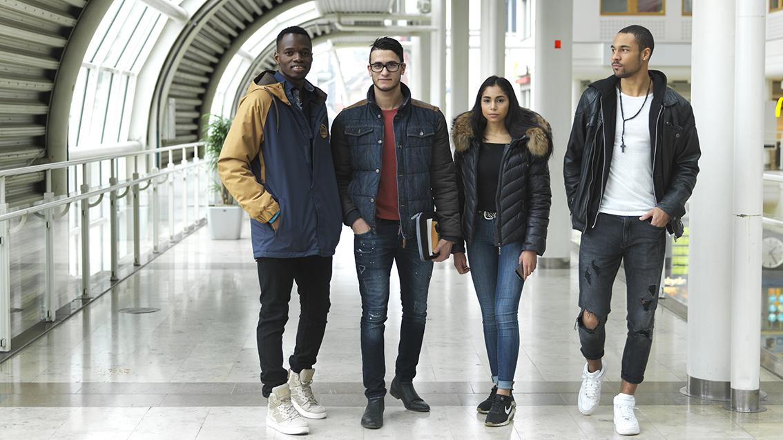 Fyra ungdomar